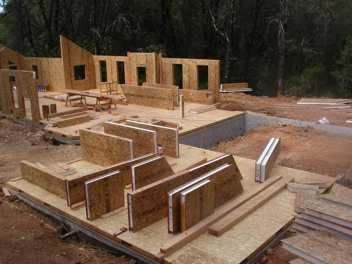 Строительство дома из сэндвич-панелей своими руками